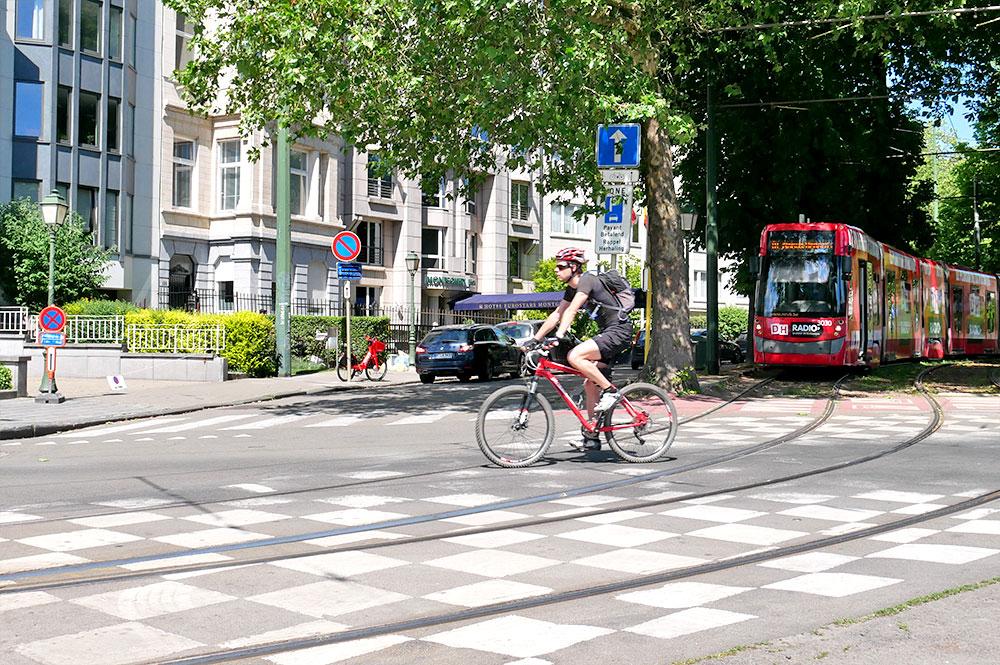 5 pièges de la route à éviter à vélo, en trottinette ou en monoroue